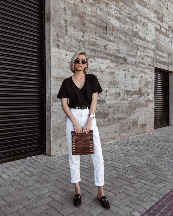 calça branca e blusa preta